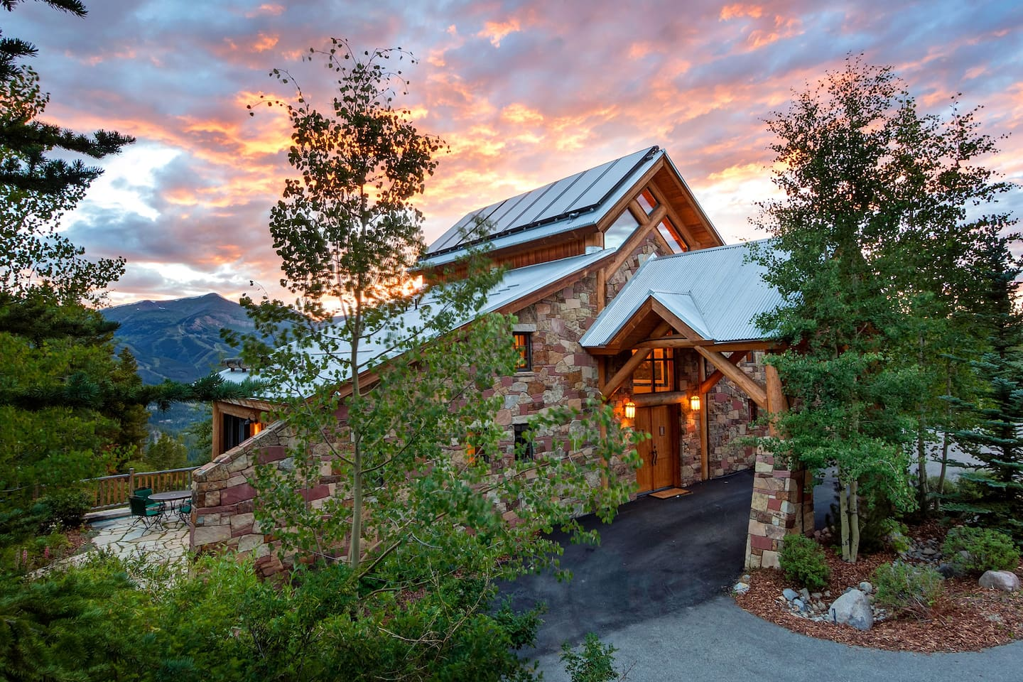 Set on a private two plus acre lot, Rubywood offers not only luxurious accommodations but stunning panoramic views of the Ten Mile Range and the Breckenridge Ski Resort