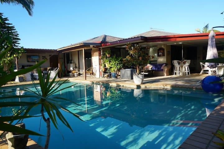 Coolie's Retreat - Waterfront Oasis Pool & Beach