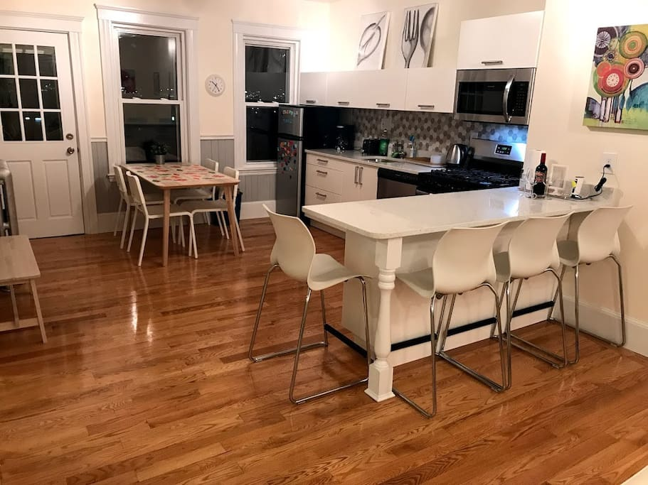 Breakfast bar for 4+ dining table for 6