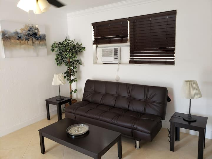 Luxury 1bedroom 7steps from the beach in paradise