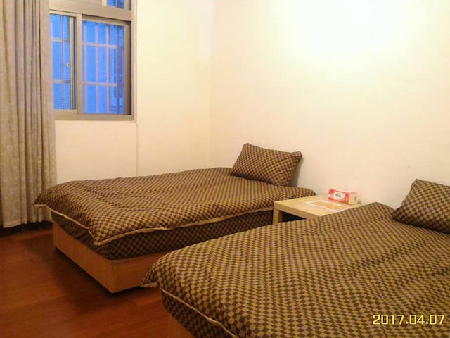 金雞母之家-R2 - Dayuan District - Bed & Breakfast