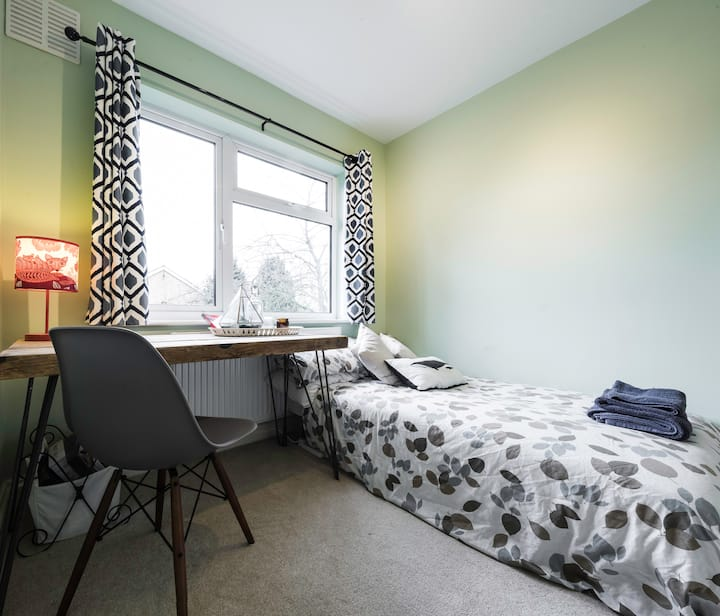 ★★Bright modern double quick to central London ★★