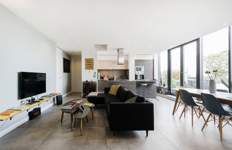 Explore Hackney from a Sleek, Modern Penthouse