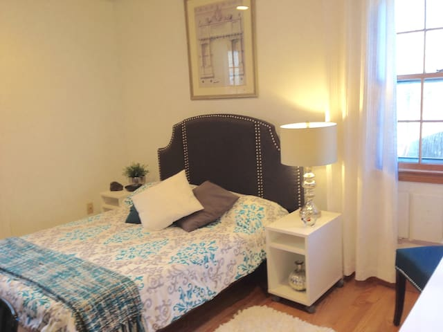 Affordable and Cozy Room-Gray Room - Waltham - Ev