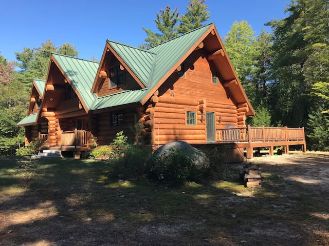 Once Upon A Pine-17 Acres of Privacy. Log Home