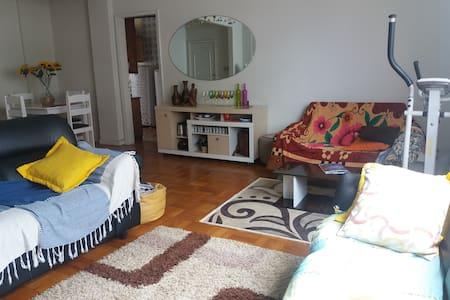 Quarto em apartamento grande no centro de Curitiba - Curitiba