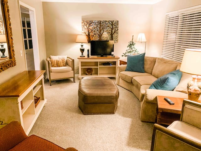 Clover Cottage 4BR Ranch Downtown Alpharetta 🐈🐩🐕ok