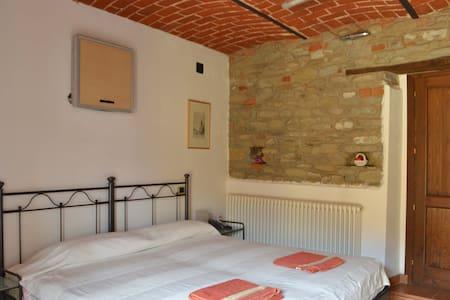 B&B Isabella una camera spaziosa con il balcone - Monastero Bormida