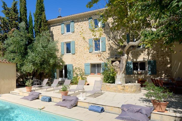 Authentique Bastide Provençale XIXe avec piscine