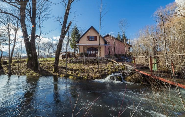 Amazing house on the river-Deringaj - Deringaj - Talo