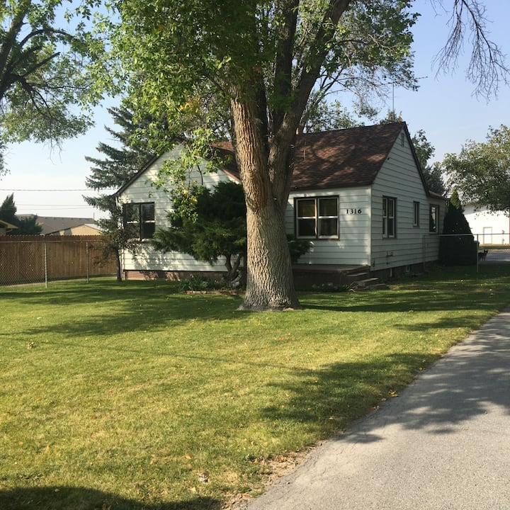 Cottonwood Grove - Home & Stable (Horses Welcome)