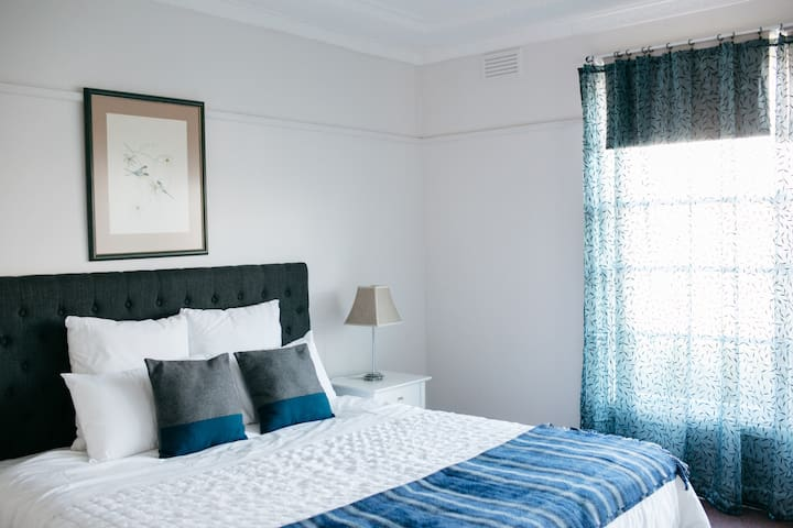 Goldies On Piper Kyneton - Ultimate Country Escape