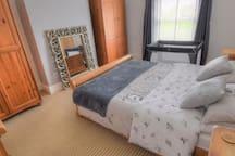 Hot Tub, Cliff Dene Cottage, Sleeps 7 with Gardens
