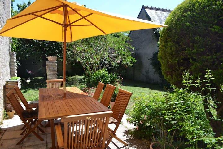 Charmante maison de bourg avec jardin en Touraine