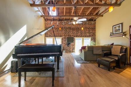 Spacious Art/Music Studio Loft - Oakland