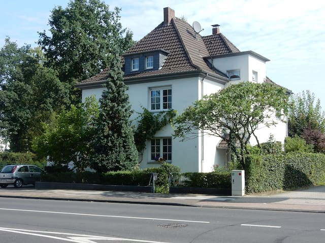 Citynah Köln, klimatisierte DG Wohnung Königsforst