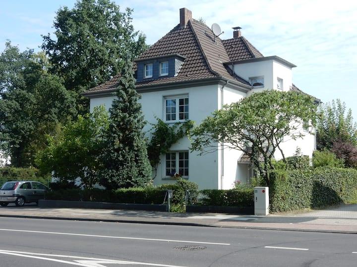Citynah Köln,klimatisierte DG Wohnung,Königsforst