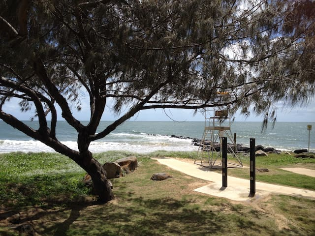 Tranquil Therapies Beach Cabin Pet Friendly - Burnett Heads - Stuga