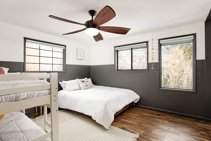 Upstairs guest bedroom with a queen and twin bunk bed. Also has a nice desk nook for those needing workspace.