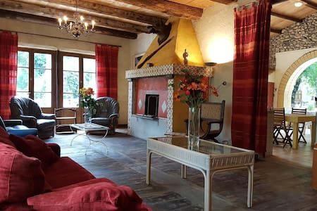 Gorgeous Villa in Les Mages with Jacuzzi