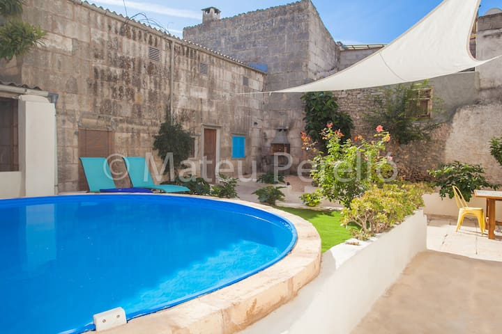 Sa Lluna Blava, Town house with patio and pool