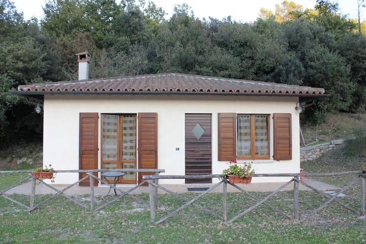 Independent cottage in the country - Spoleto - Huis