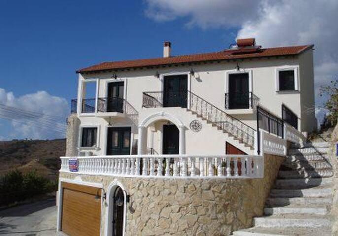 Dona House