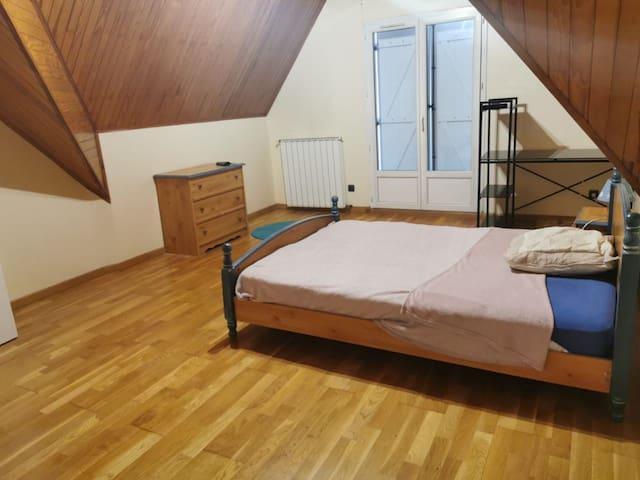 grande chambre équipée meublée et privée