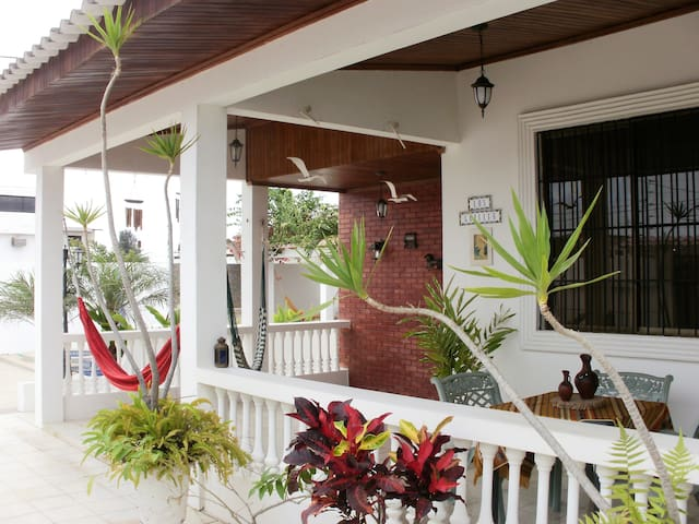 Anterior porch