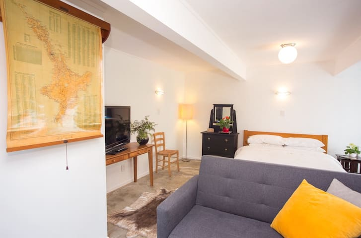 Studio Apartment in the Heart of Wellywood