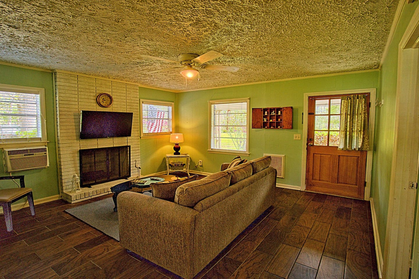 "A handsome and cozy country farm cottage living room to relax, hang out, talk, and just unwind. The sofa is a queen sleeper. Television is a 4K HDR 43"" with Smart OS, Netflix, and all the trimmings. Connect and review your latest photographs!"