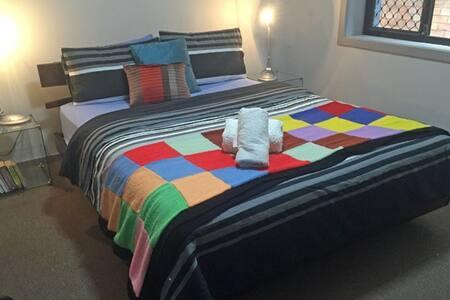 Myola @ Mayfield, 4 bedrooms on Transport - Mayfield