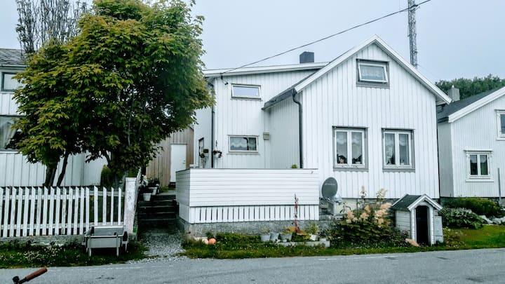 Træna, Helgeland-Koselig hus i øyparadis