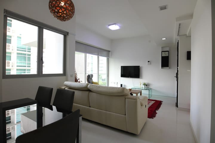 Notable and relaxing 2br apartment near Orchard
