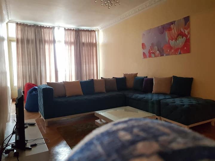 شقة على النيل امام فندق المعادى،فرش كامل فيو روعه