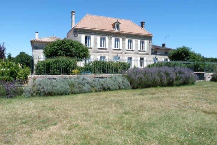 Château viticole du 19ème siècle