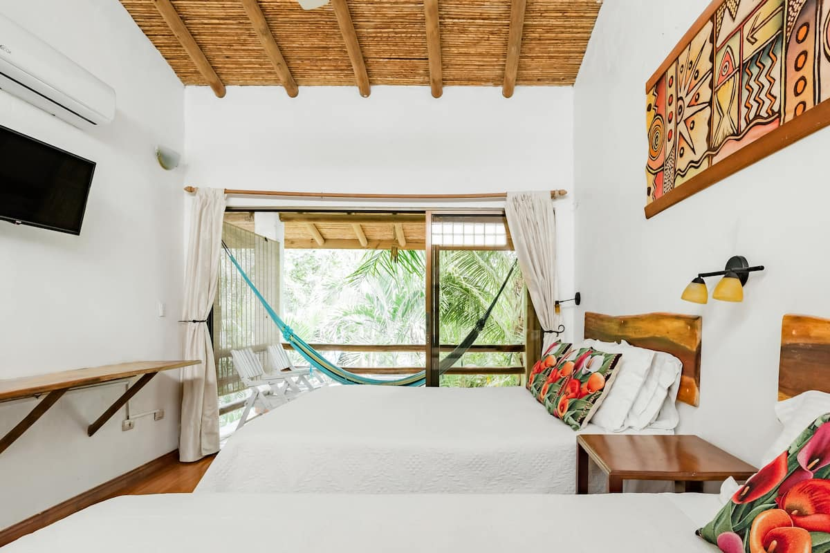 Dreamcatcher Villa with Private Pool, Steps to Banana Beach