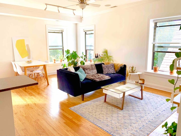 Sunny & Modern 2-Bed in Trendy Logan Square