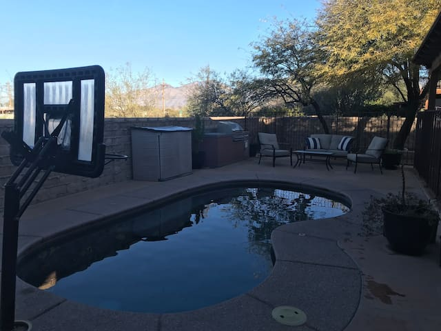 Tucson single family home in gated community
