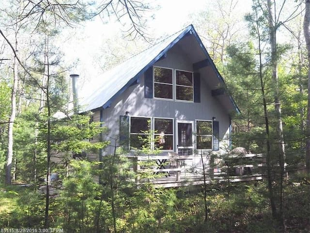 """Cozy Pines"" cabin, close to Acadia & Bar Harbor"