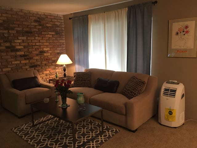 Cozy Apartment- right next to Galleria Mall