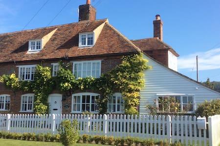 Brabourne cottage c1720 - East Brabourne - Hus