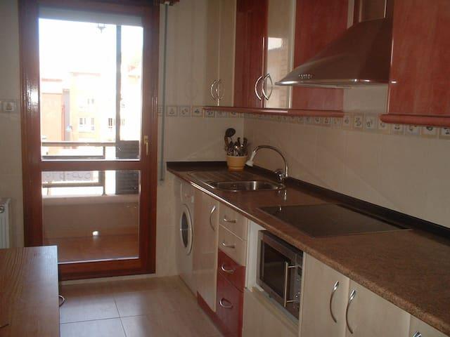 Dúplex, acogedor y luminoso, cerca playa y montaña - Santoña - Apartment