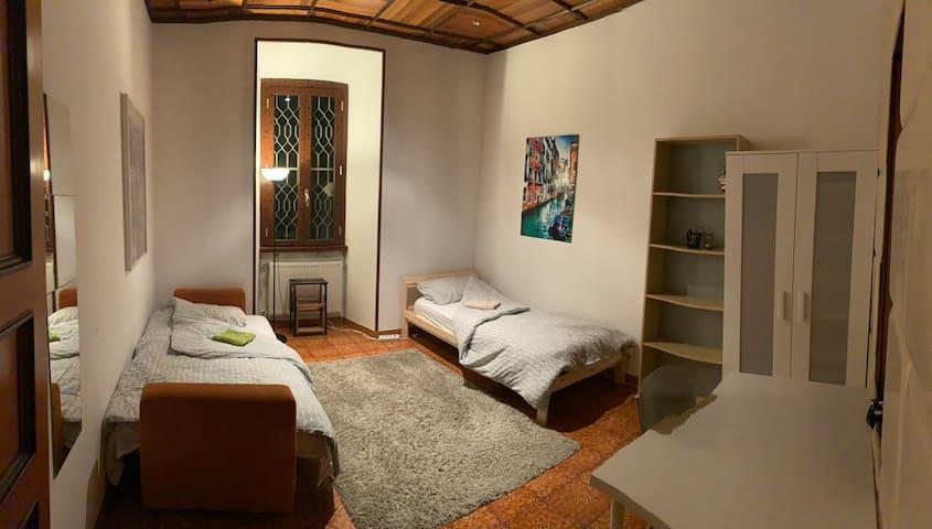 Private Room close to Metro Basilica S. Paolo