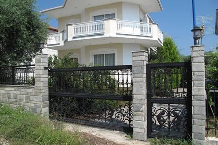 Beautiful house on the golden beach - Potamia
