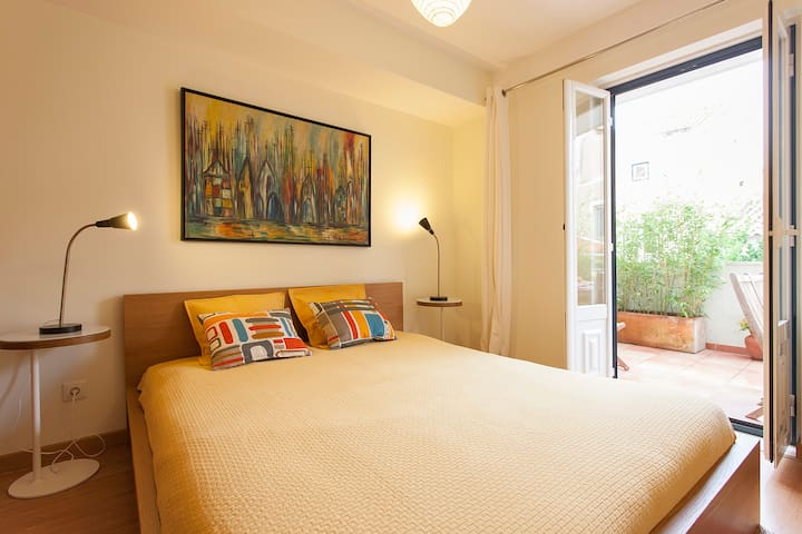 Bedroom with double bed and access to terrace
