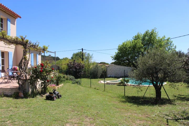 Villa calme et ensoleillée - Gaujac - Casa de campo