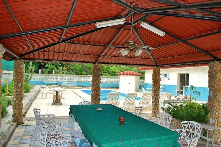 Villa Ordaz con piscina - Habana- MiAlquilerEnCuba