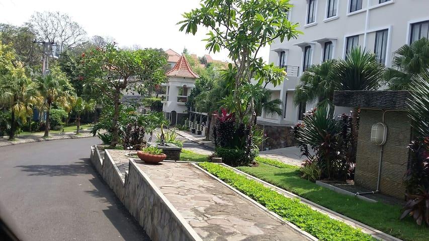 Green Hills Family Homstay Malang - Karangploso - House