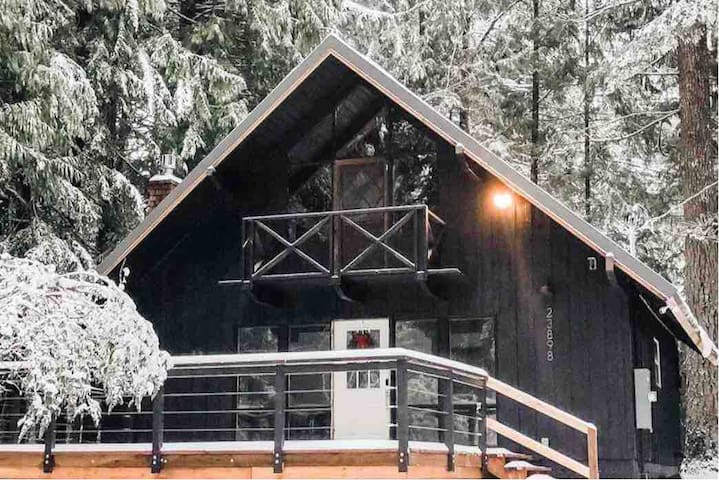 *NEW* Chalet, on the Mt! Minutes to Timberline.